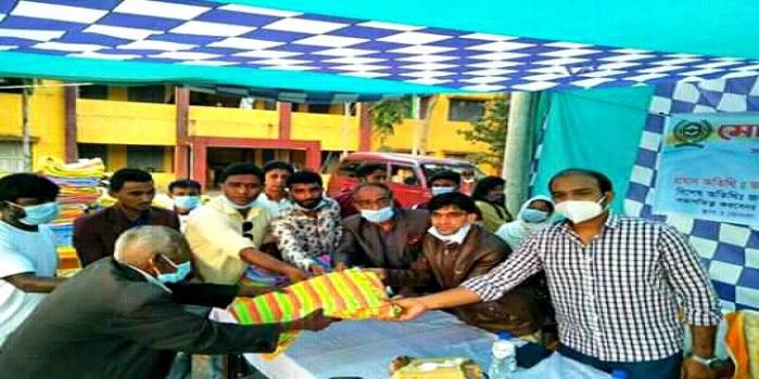 মোংলা ছায়া সংগঠনের উদ্যোগে শীতার্তদের মাঝে কম্বল বিতরণ