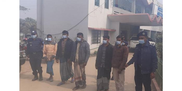 নোয়াখালীতে-গৃহবধূকে-নির্যাতন,-চিকিৎসককে-বিবস্ত্র-করে--ভিডিও,-গ্রেফতার-৫
