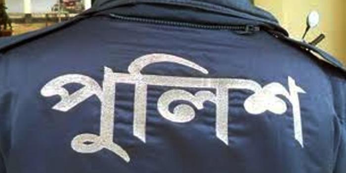 পটুয়াখালীতে পুলিশের চোখে মরিচের গুড়া ছিটিয়ে স্বামীকে ছিনিয়ে নিলেন স্ত্রী