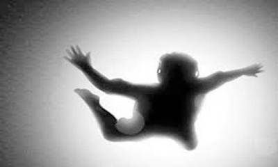 সাততলা থেকে লাফ দিয়ে ব্যাংকের নারী কর্মকর্তা আহত