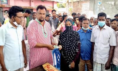নন্দীগ্রামে ভিজিএফ'র নগদ টাকা বিতরণ