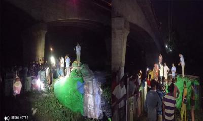 ঝিনাইদহে ওভার ব্রিজের রেলিং ভেঙ্গে ট্রাক নদীতে, আহত ২