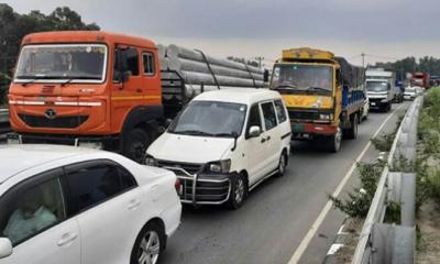 ঢাকা-টাঙ্গাইল-বঙ্গবন্ধু মহাসড়কে চলছে দূরপাল্লার বাস