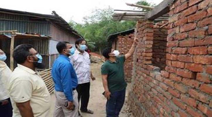 চুয়াডাঙ্গায় ভূমিহীনদের জন্য ঘর নির্মাণ কাজ পরিদর্শন