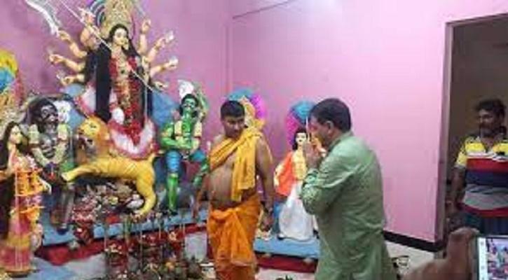 ভারতীয় সহকারী হাই কমিশনারের পূজা মন্দির পরিদর্শন