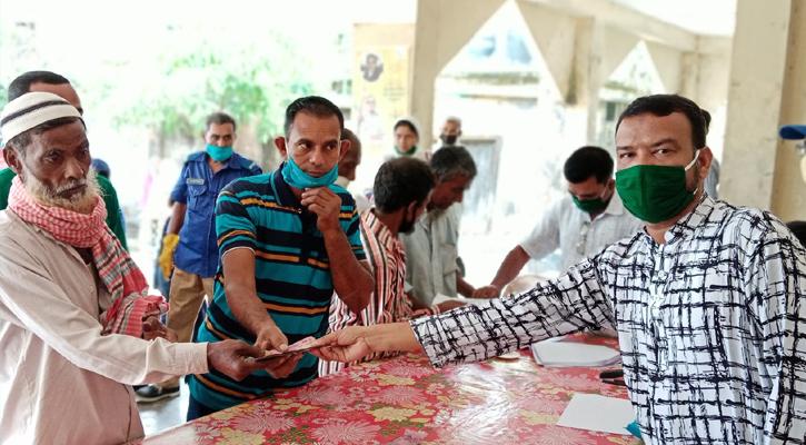নেত্রকোনায় কাইলাটি ইউনিয়নে বিজিএফ এর টাকা প্রদান