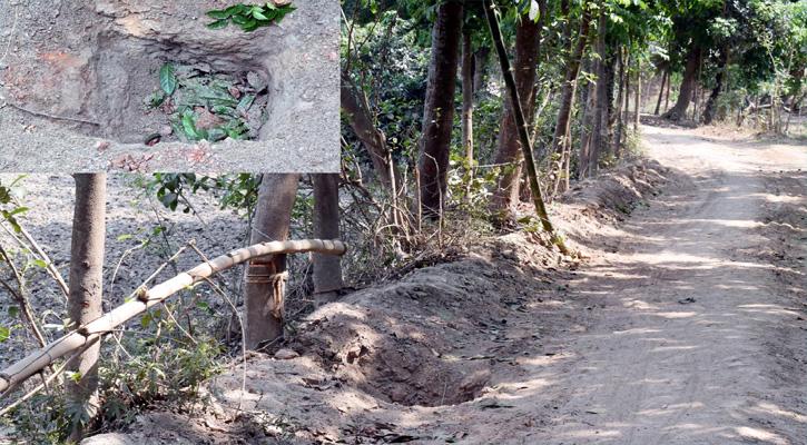 পাবনার মহুরিপাড়ায় সড়কে গর্ত করে প্রতিবন্ধকতা সৃষ্টি