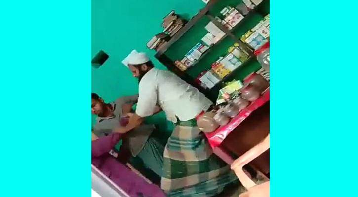 সাতক্ষীরার তালায় দরজা বন্ধ করে রোগীকে পেটালেন কবিরাজ